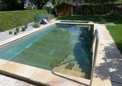 Biologisch baden im architektonischen Naturpool