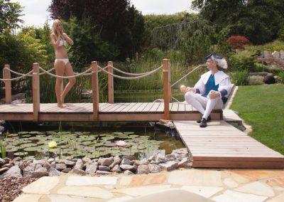 Froschkönig am Teich kennenlernen